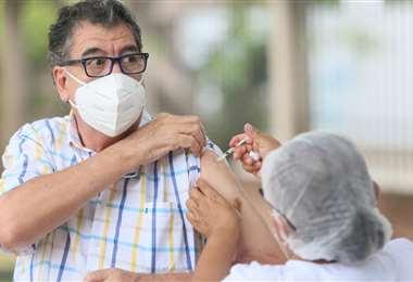 Hoy se vacunaron los enfermos renales y con cáncer