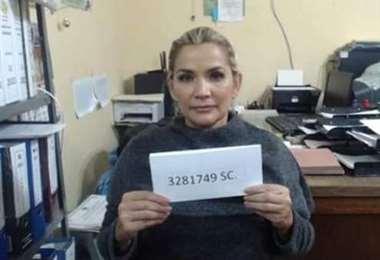 Jeanine Áñez prontuariada en el penal de Obrajes