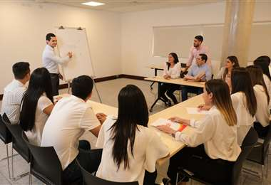Cada estudiante contará con un mentor dentro de la empresa