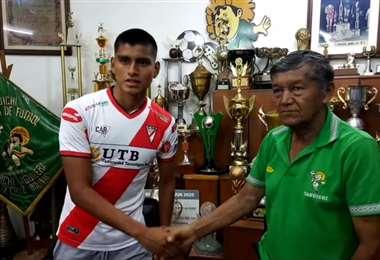 Ciro Medrano, coordinador de la Tahuichi, anunció el fichaje de Pablo Vaca. Foto: Tahuichi