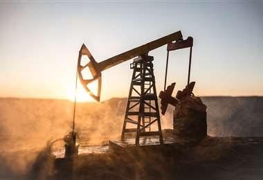 La crisis de la Covid-19 provocó una caída histórica en la demanda mundial de petróleo