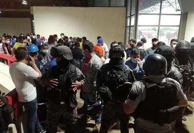 Los ánimos se caldearon tanto que la Policía tuvo que intervenir. Foto: Juan Carlos Torrejon
