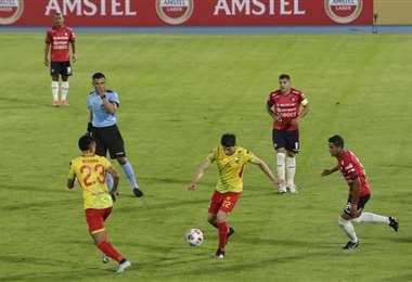 Wilstermann y Palmaflor se enfrentan por la Copa Sudamericana. Foto: APG