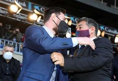 Laporta saludando a Messi. Foto: @FCBarcelona_es
