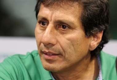 Álvaro Peña dirigió la práctica de Nacional, este viernes. Foto: El Deber