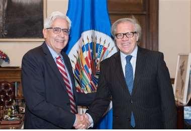 Aparicio (izq.) fue embajador de Bolivia antes la OEA. Foto Internet