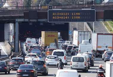 Parisinos salen de la ciudad antes de un nuevo confinamiento. Foto AFP