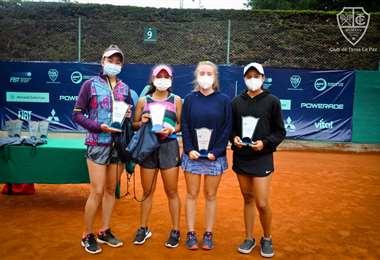 En dobles damas las bolivianas Camila Miranda y Mariana Zegada fueron campeonas. Foto: CTL