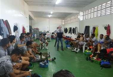 Representantes de Fabol visitaron este lunes al plantel albo para conocer sus problemas.