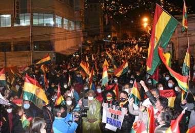 Miles se concentraron en puertas de Adepcoca (Foto: APG Noticias)