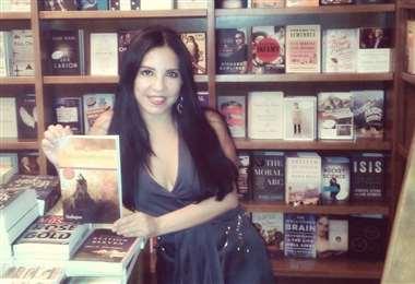 Giovanna Rivero  en la presentación Para Comerte Mejor en la librería Ateneo
