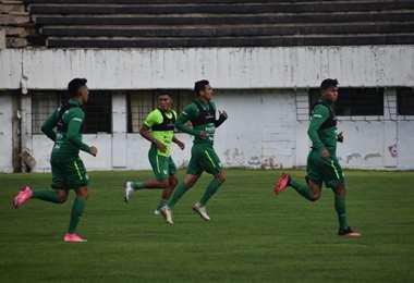 El primer entrenamiento de la Verde  fue en el estadio de The Strongest. Foto: FBF
