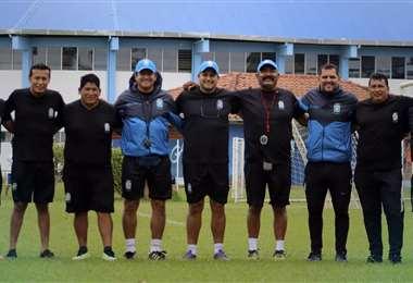 Villegas y su cuerpo técnico. Foto: Club Blooming