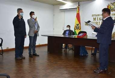 Lara (izq) posesionado como directivo de la ESM/Foto: Ministerio de Minería