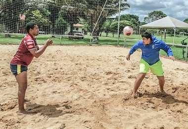 Quiñónez se entrena con el preparador de porteros Quintana . Foto: Nery Quintana