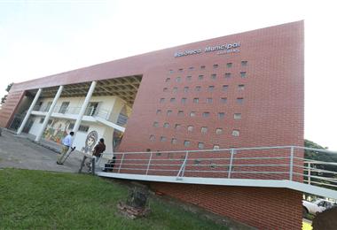 Edificio de la biblioteca en el Distrito Municipal 5. Foto. Fuad Landívar