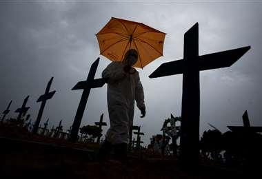 Brasil totaliza 298.676 fallecimientos por Covid-19 /AFP