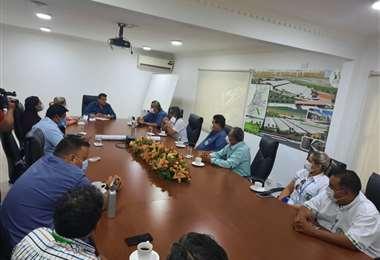 Jhonny Fernández se reunión con diversos sectores para encarar la nueva gestión municipalJ