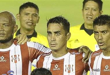 Mijaíl Avilés (centro) tiene nacionalidad venezolana y boliviana. Foto: APG Noticias