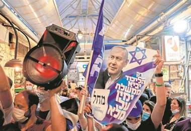 Partidarios de Netanyahu en un mercado de Jerusalén (AFP)