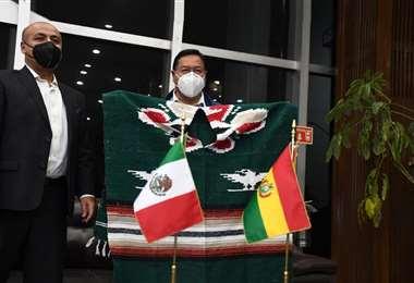Arce (der.) arribó en las últimas horas a la capital mexicana. Fotos: ABI