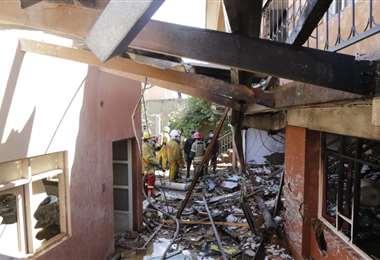 Así quedó la vivienda donde cayó la avioneta/Foto: APG