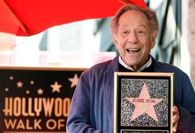 George Segal, cuando pusieron su estrella en el Paseo de la Fama en Hollywood