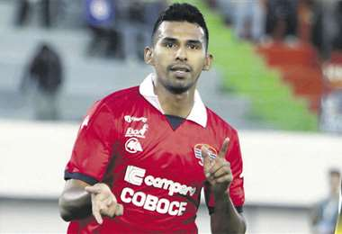 Gilbert Álvarez no jugará ante Real Santa Cruz porque está en Chile con la selección