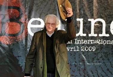Bertrand Tavernier en una de sus presentaciones públicas