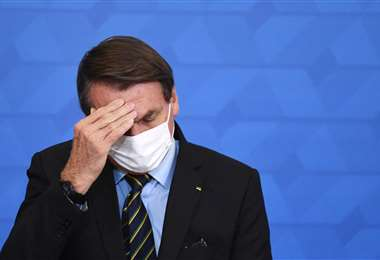 Bolsonaro, bajo el fuego de críticas por haber desdeñado al virus /AFP