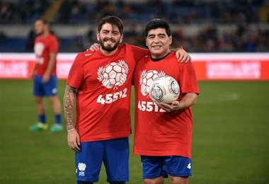 Diego y su hijo napolitano que este jueves obtuvo la nacionalidad argentina.Foto: internet