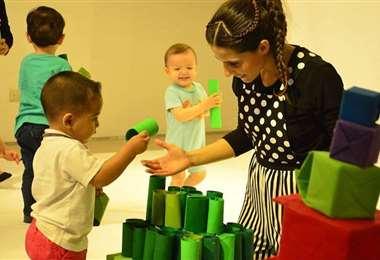 En las obras los actores interactúan con los niños