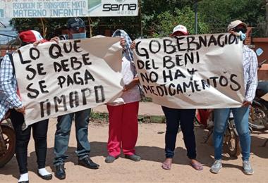Trabajadores de diferentes áreas protestan en contra de la Gobernación