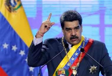 Facebook bloquea por 30 días la cuenta de Maduro y Caracas critica la medida