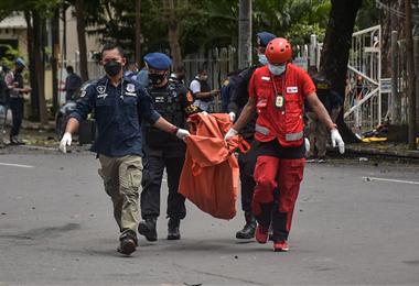 El atentado en Indonesia se produjo fuera de una iglesia. Foto. AFP