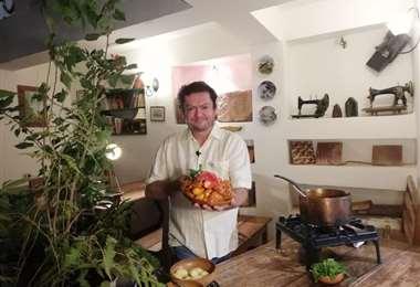 Javier Libera es uno de los chef más importantes de la cocina típica cruceña