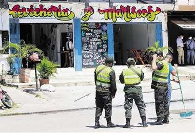 El incendio se produjo en un local de comida de mar. Foto: Juan Carlos Torrejón