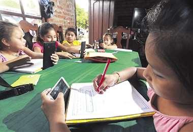 La educación virtual supone gastos extras para los padres de familia