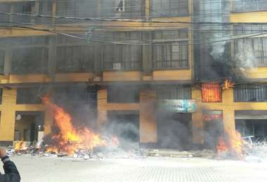 La quema a la Alcaldía de El Alto I archivo.
