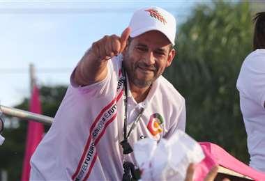 El ex líder cívico va por la Gobernación de Santa Cruz. Foto: Jorge Ibañez