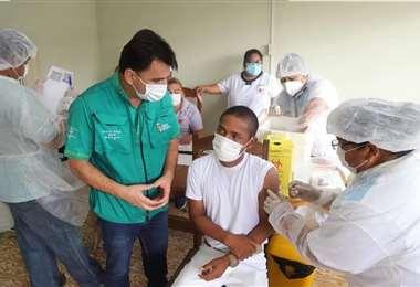 Las autoridades dan prioridad a la vacunación en la frontera