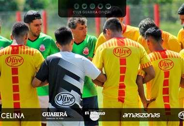 'Copito' Andrada en una charla con sus jugadores. Foto: Guabirá