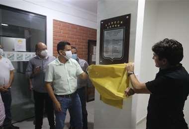 Raldes y el socio Paúl Franco inauguraron las  nuevas instalaciones. Foto: J. Gutiérrez