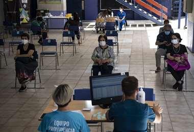 En Chile continúan las campañas de vacunación. Foto AFP