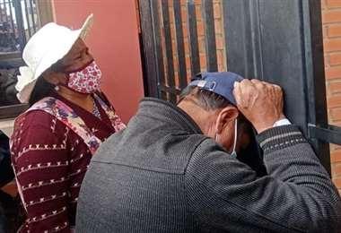 La impotencia de los padres en puertas de la UPEA (Foto: RRSS)
