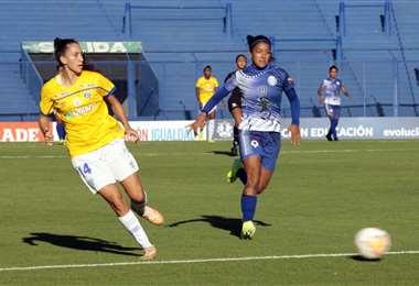 Una de las jugadas del partido. Foto: @LibertadoresFEM