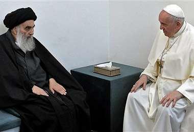 El ayatolá Sistani y el Papa conversan en la histórica reunión