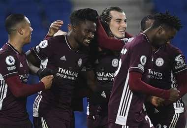 Los jugadores del Leicester en pleno festejo. Foto: AFP
