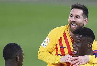 Moriba celebrando su gol con Messi. Foto: AFP