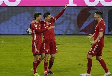 Lewandowski celebrando uno de sus goles. Foto: AFP